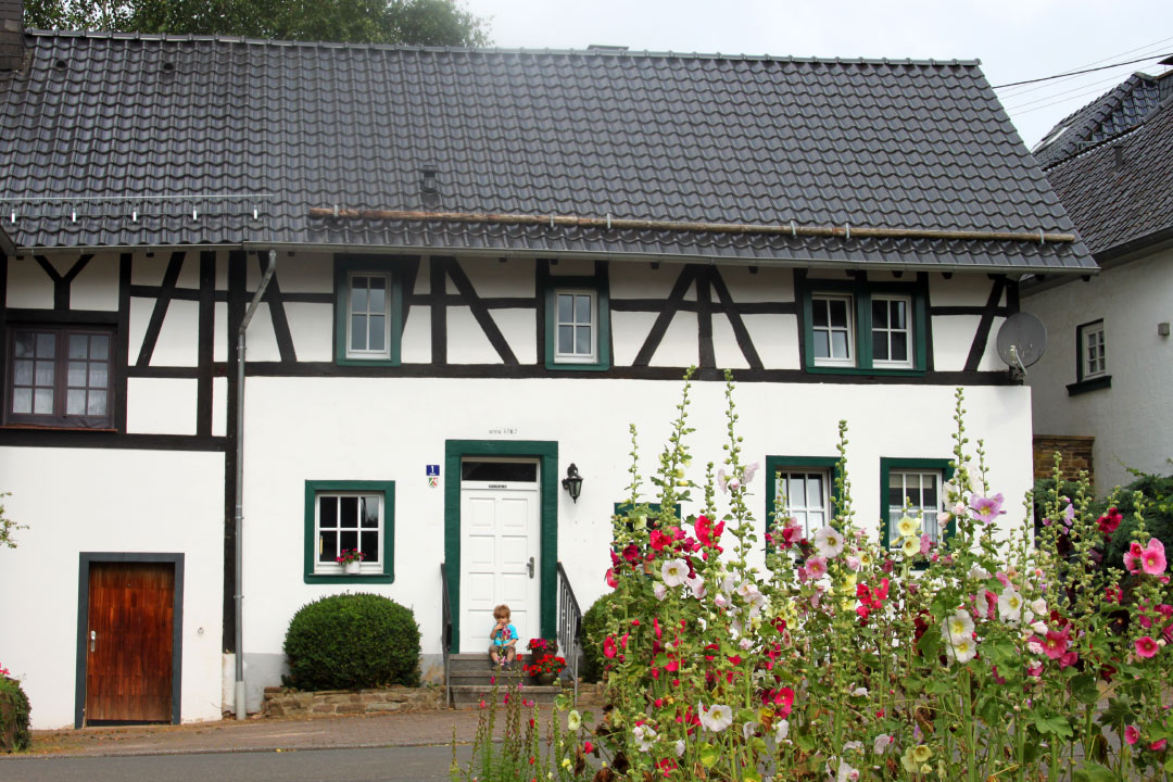 "Ferienhaus ""Eifelperle"" in Reetz bei Blankenheim, im Ahrtal der Eifel, Nähe Ahrsteig, Eifelsteig, Lampertstal, Freilinger See u.v.m, inkl. Boxen / Paddock"